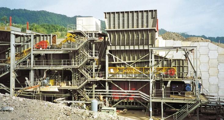 Hlubinná a povrchová těžba, důlní technika